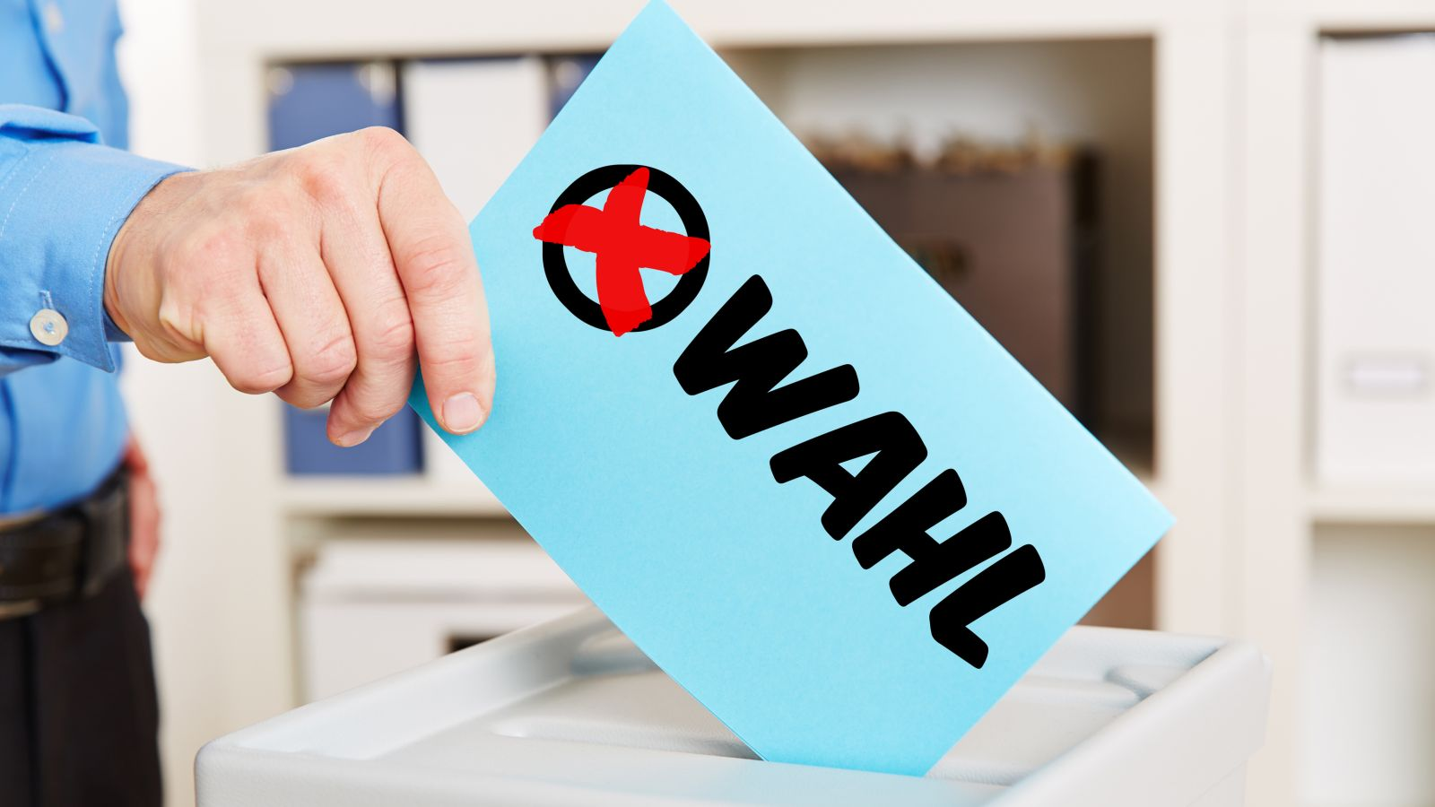 Stimmzettel zur Wahl mit Wahlurne © Robert Kneschke / fotolia.de