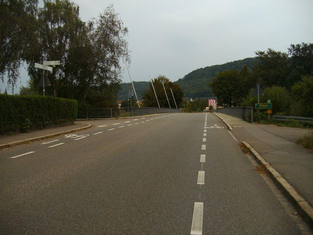 Schutzstreifen L138 Eisenbahnstraße Steinen