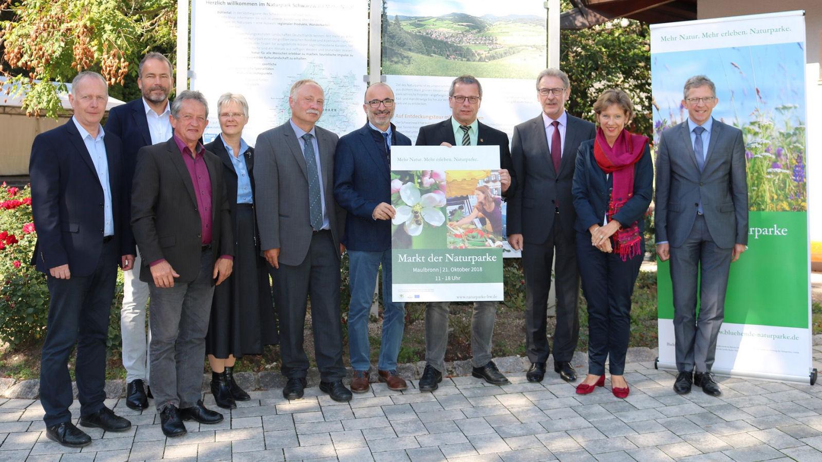 Freuen sich auf den großen Markt der Naturparke in Maulbronn am 21.10.2018 (v. l. n. r.): Karl-Heinz Dunker (Geschäftsführer Naturpark Schwarzwald Mitte/Nord), Roland Schöttle (Geschäftsführer Naturpark Südschwarzwald), Bernhard Drixler (Geschäftsführer N