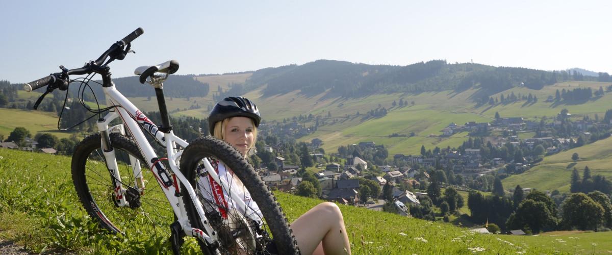 Mountainbikerin bei Todtnauberg, Foto: Stadt Todtnau