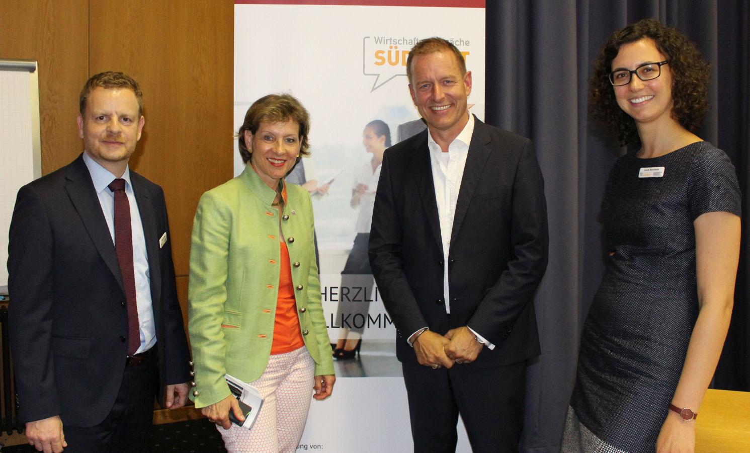 Von links: Alexander Maas (Geschäftsführer der WSW), Landrätin Marion Dammann, Prof. Dr. Armin Trost und Laura Berchtold (Wirtschaftsbeauftragte Landkreis Lörrach)