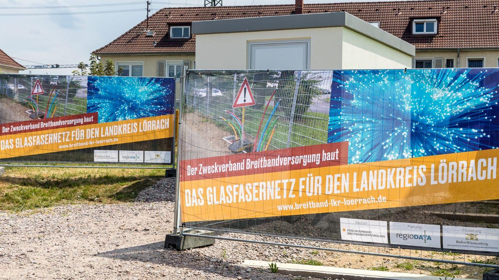 Bild Glasfaser Banner vor PoP-Station