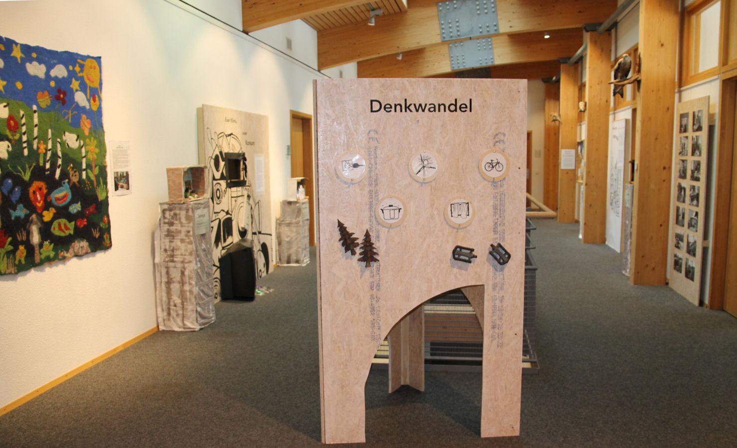 """Blick in die Wechselausstellung """"Klimaturgie"""" im Haus der Natur."""