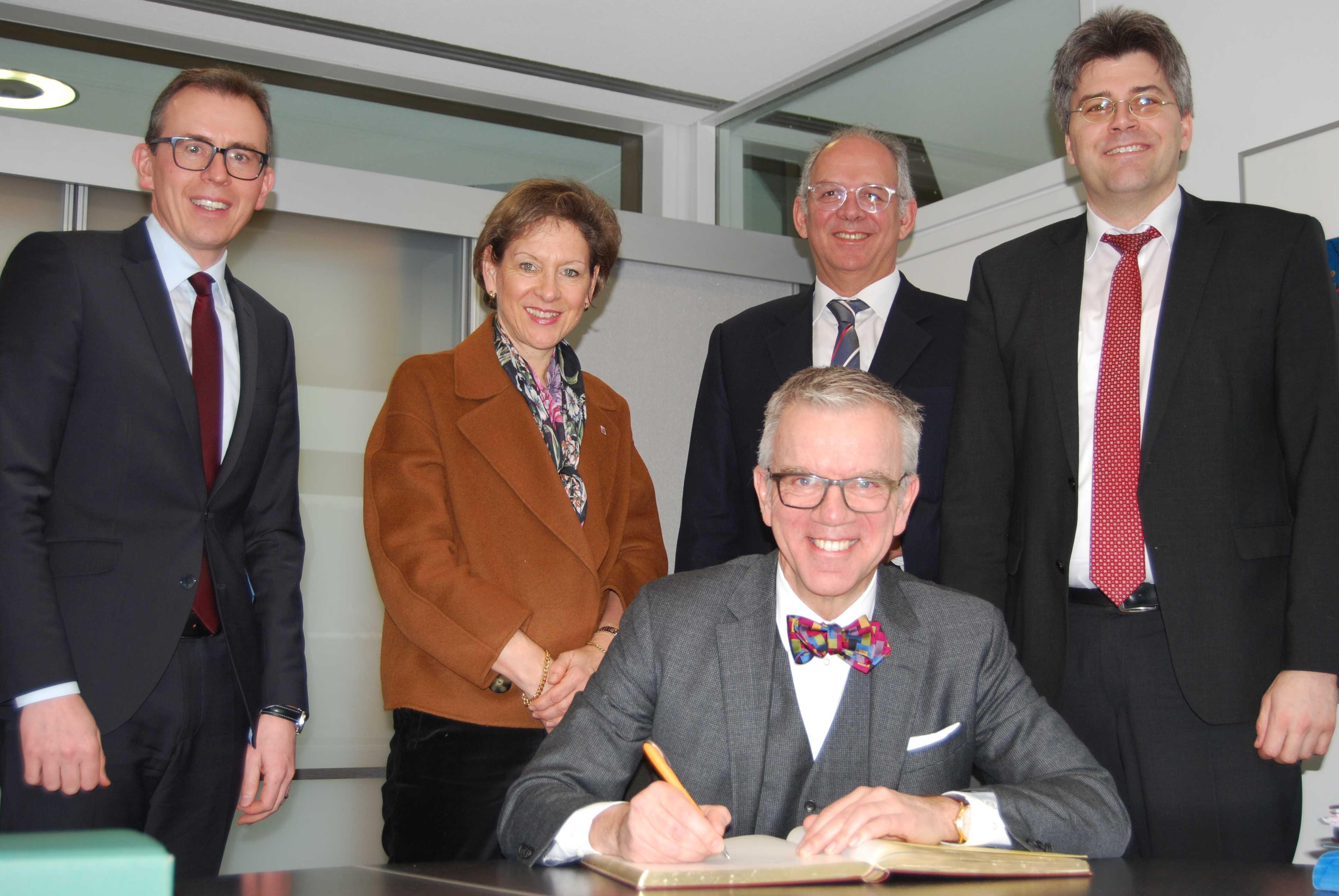 Schweizer Botschafter im Austausch mit Landräten deutscher Grenzregionen