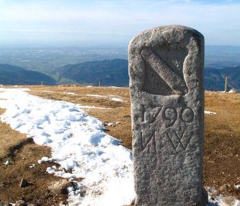 Belchengipfel Grenzstein in Neuenweg