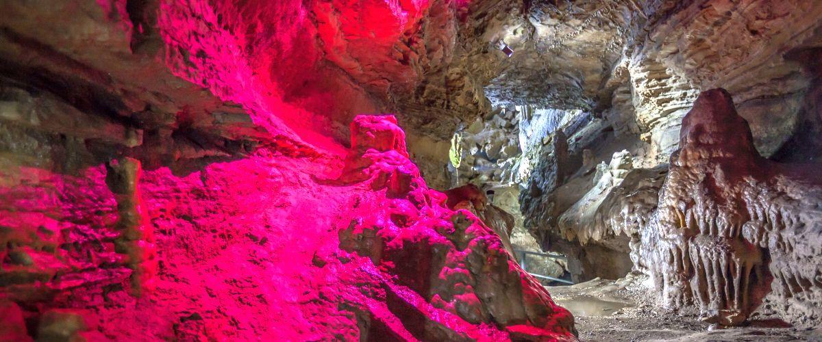 Die Erdmannshöhle Hasel ist eine der ältesten Tropfsteinhöhlen in Deutschland.
