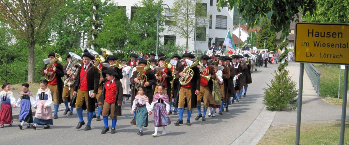 Traditioneller Umzug beim Hebelfest in Hausen im Wiesental