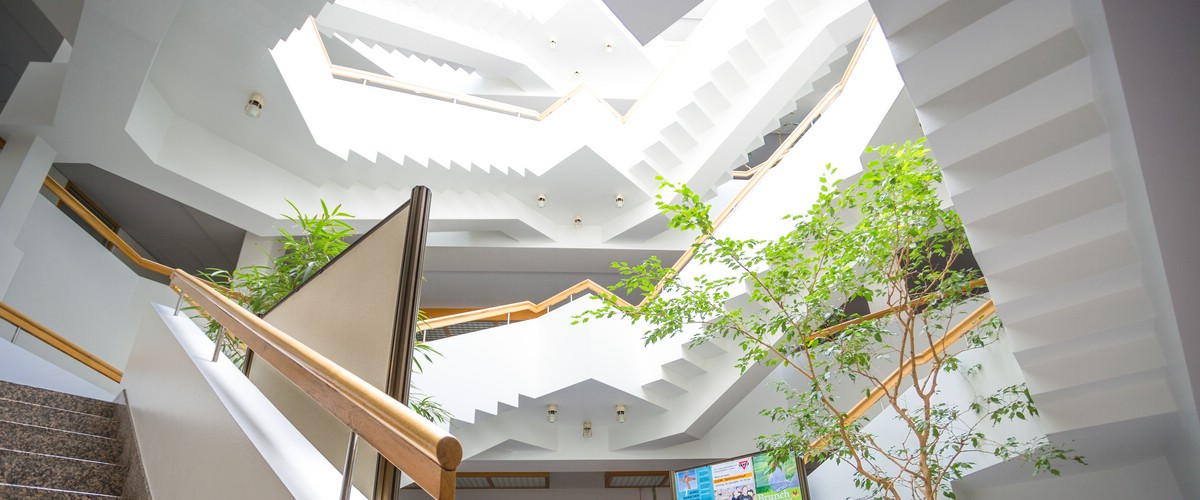 Treppenaus im Landratsamtsgebäude, Haus 1, Palmstr. 3