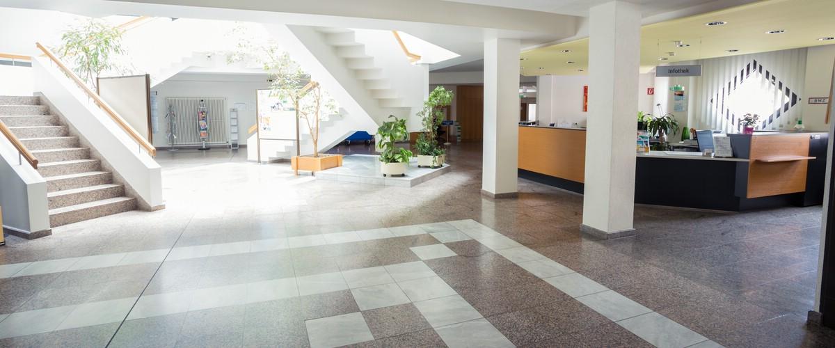 Foyer und Infothek im EG des Landratsamts Lörrach, Haus 1, Palmstr. 3