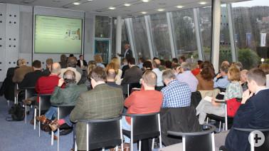Vertreter aller Landkreisgemeinden nahmen Anfang Februar an dem Auftaktworkshop zur Breitbandversorgung teil. Die Vertreter der beauftragten Planungsbüros, Thomas Strütt (regioDATA) und Alexander Schmid (GEODATA), gewährten Einblick in die Planungen.