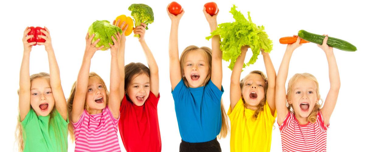 Kinder mit Gemüse