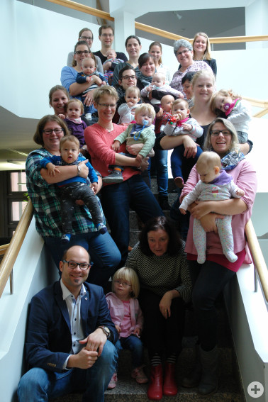 Mitarbeiterinnen in Elternzeit trafen sich mit ihrem Nachwuchs zur Kontaktpflege mit ihrem Arbeitgeber