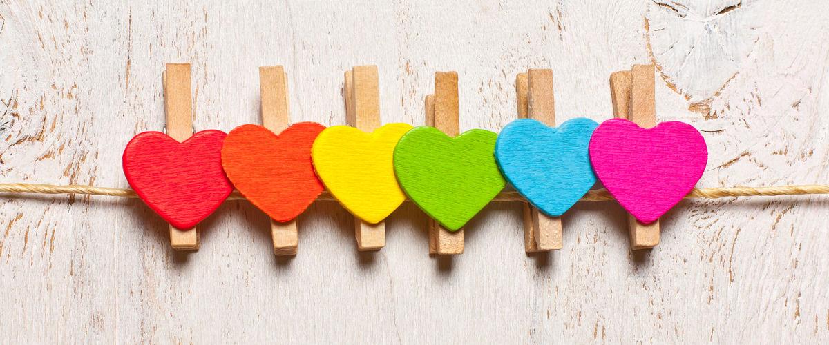 Herzen_in_Regenbogenfarben