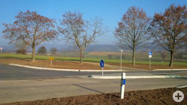 Neue Überquerungshilfe für den Rad- und Fußverkehr an der Kreisstraße 6327 in Schallbach