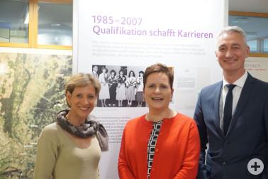 Landrätin Marion Dammann mit Konzernarchivleiterin Andrea Hohmeyer und Werksleiter Peter Dettelmann