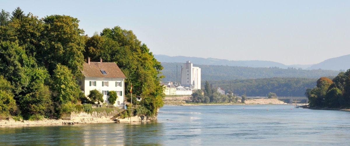 Rhein bei Rheinfelden mit Bilck Richtung Kraktwerk