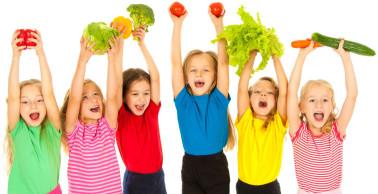 Kinder haben Freude an einer gesunden Ernährung