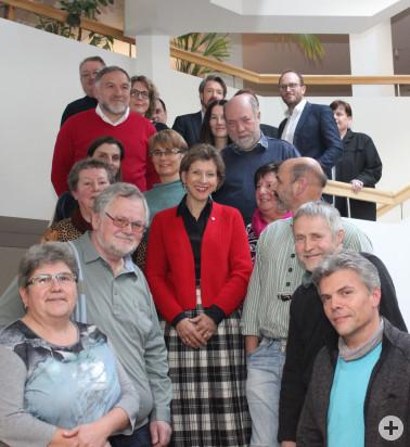 Gruppenbild der Jubilare und Ruheständler mit Landrätin und Dezernenten