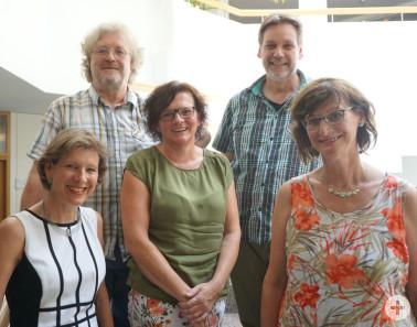 Mitarbeiter mit 25-jährigem Dienstjubiläum mit Landrätin (von links): Petra Zimmermann, Magdalena Gewinner, Christian Reuter-Sandvos, Daniel Schuster
