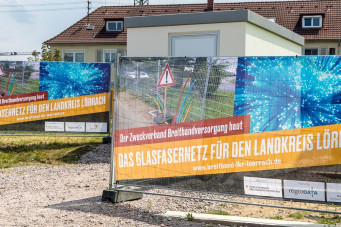Bild Glasfaser Banner vor PoP-Station