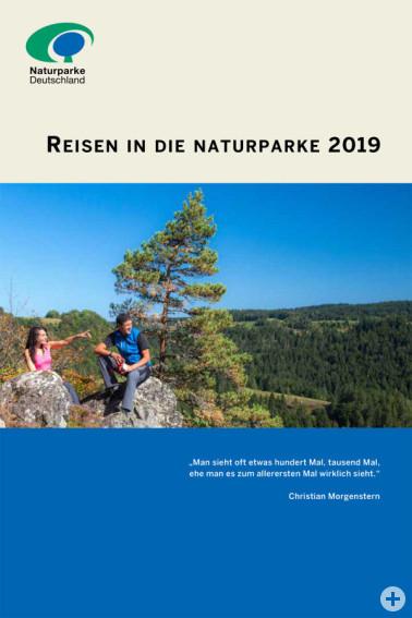 """Cover der Broschüre """"Reisen in die Naturparke 2019"""" © VDN"""