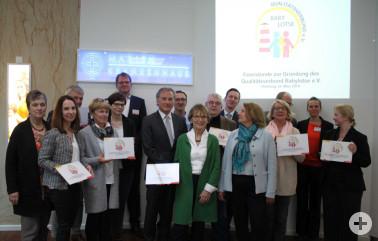 Gruppenbild zur Gründungsfeier des Qualitätsverbunds Babylotse e.V. in Hamburg