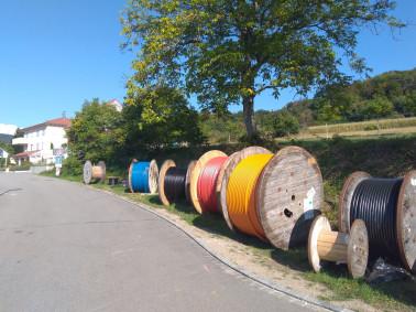 Glasfaserausbau: Bunte Leerrohre für schnelles Internet