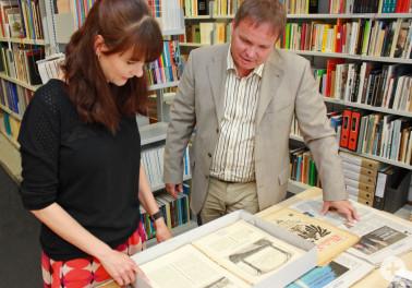 Historische Quellenarbeit: Christiane Valerius-Mahler und Oliver Uthe im Kreisarchiv (Foto©Landratsamt Lörrach)