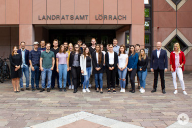 Zu Beginn der viertägigen Einführungsveranstaltung am Montag, den 3. September, wurden die neuen Auszubildenden vom Fachbereichsleiter Personal & Organisation, Martin Sander (2.v.r.)und dem Leiter Personal, Massimo Zuccolillo(2.v.l) begrüßt., Ausbildungs