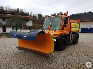 Für den Winter gerüstet: Eines der insgesamt 23 Fahrzeuge, mit denen die Straßenmeistereien im Landkreis die Straßen befahrbar halten.