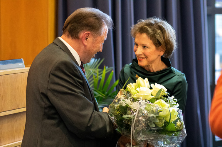 Landrätin nimmt direkt nach Ihrer Wiederwahl die Glückwünsche von Paul Renz entgegen