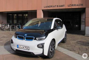 Ein Elektroauto des Landratsamts, das mit gutem Beispiel vorangehen möchte