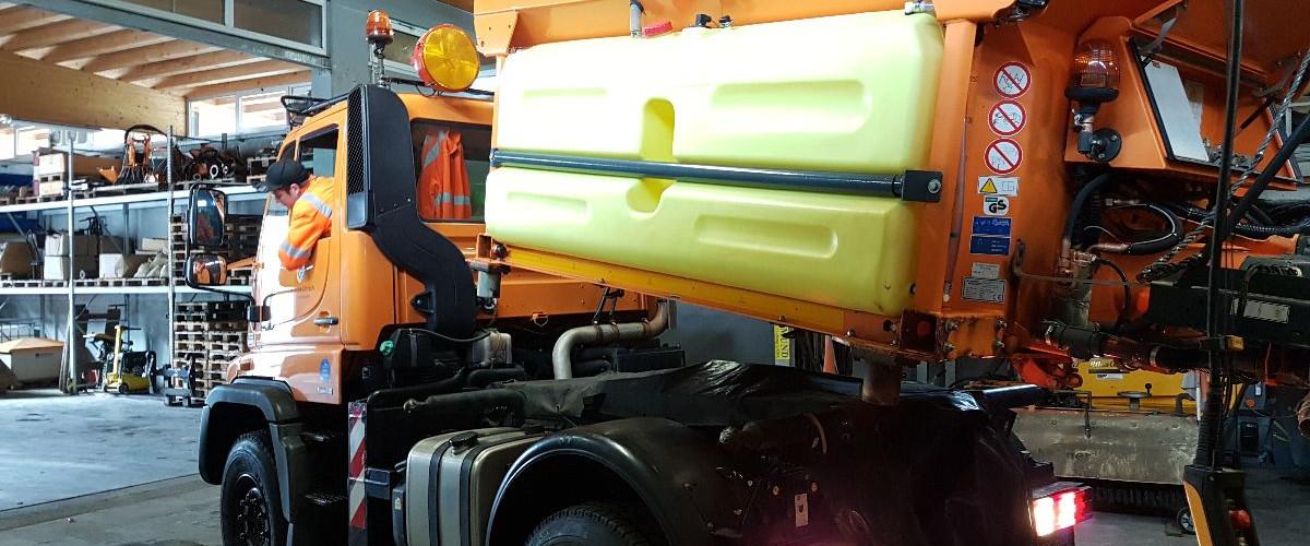 Aufrüstung eines Unimogs für den Winterdienst