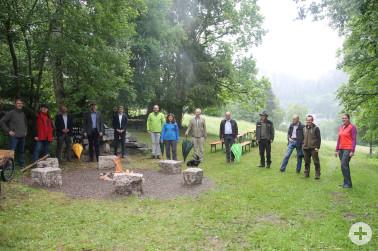 Freuen sich über die drei neuen Trekking-Camps im Südschwarzwald (von links nach rechts): Bernhard Meyer (Radon Revitalbad), Klaus Nieke (Landkreis Waldshut), Dr. Stephan Bücheler (Gemeinde Dachsberg), Landrat Dr. Martin Kistler (Landkreis Waldshut), Bürg