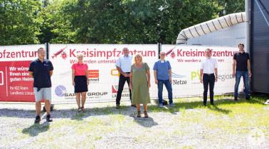 Ein Team aus unterschiedlichen Firmen beteiligte sich am Glasfaseranschluss für das KIZ Landkreis Lörrach (von links): Robert Erba (Saphir Goup), Susan Franke (Impfzentrum), Thomas Strütt (regioDATA), Andrea Böcherer (Josef Schnell), Daniel Dröschel (Impf