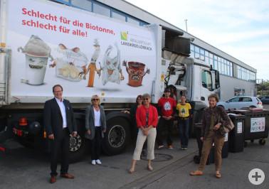 Bei dem Fototermin auf dem Gelände der Fa. Kühl Entsorgung & Recycling Südwest GmbH waren neben der Landrätin Marion Dammann, die Geschäftsleitung der Fa. Kühl Matthias Gutheil, die Betriebsleitung der Abfallwirtschaft Dr. Silke Bienroth und die Agentur s